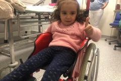 Sahars-erste-Rollstuhlfahrt-im-Klinikum-DO